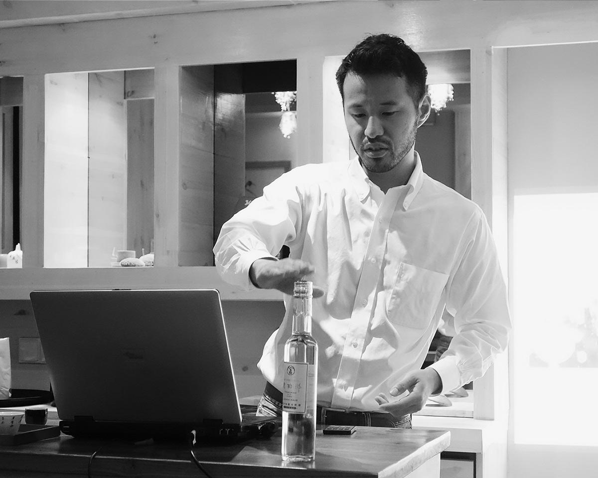Sake – jak wybrać, w czym pić i z jakimi smakami łączyć