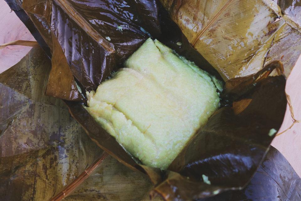 Tradycyjne wietnamskie ciasto ryżowe z pasta z fasoli mung oraz boczkiem. Najlepiej smakuje usmażone i maczane w sosie rybnym, ale znamy Wietnamczyków, którzy wegetariańską wersję tego dania zjadają z cukrem.