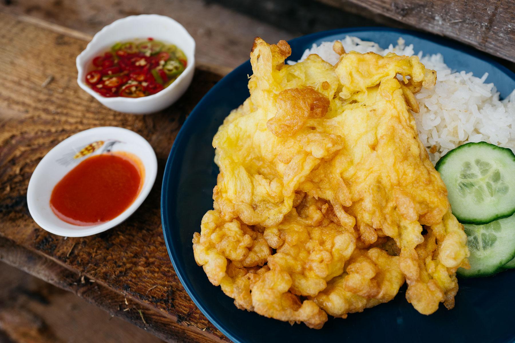 Tajski omlet khai jiao (ไข่เจียว)