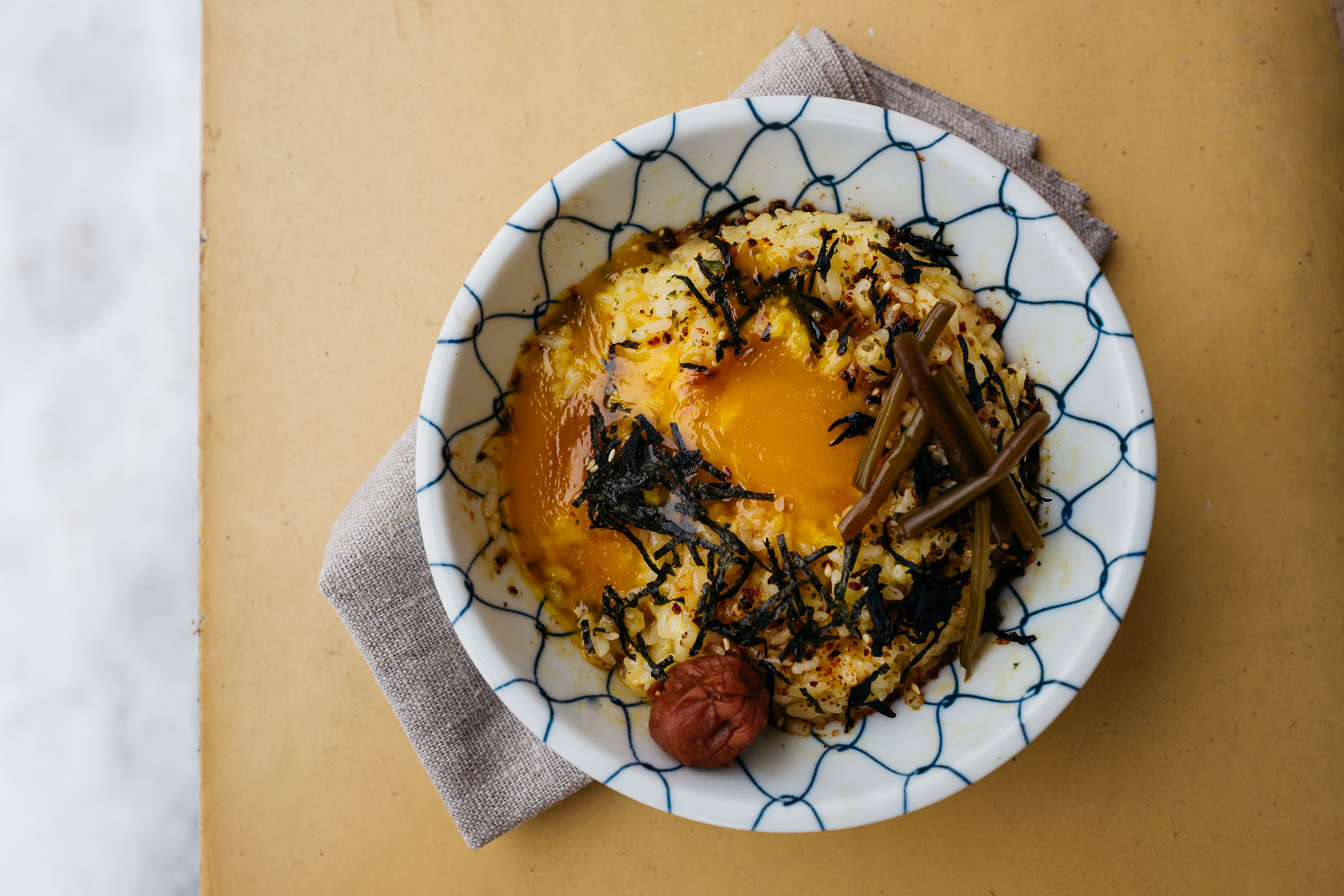 tamago kake gohan (卵かけご飯)