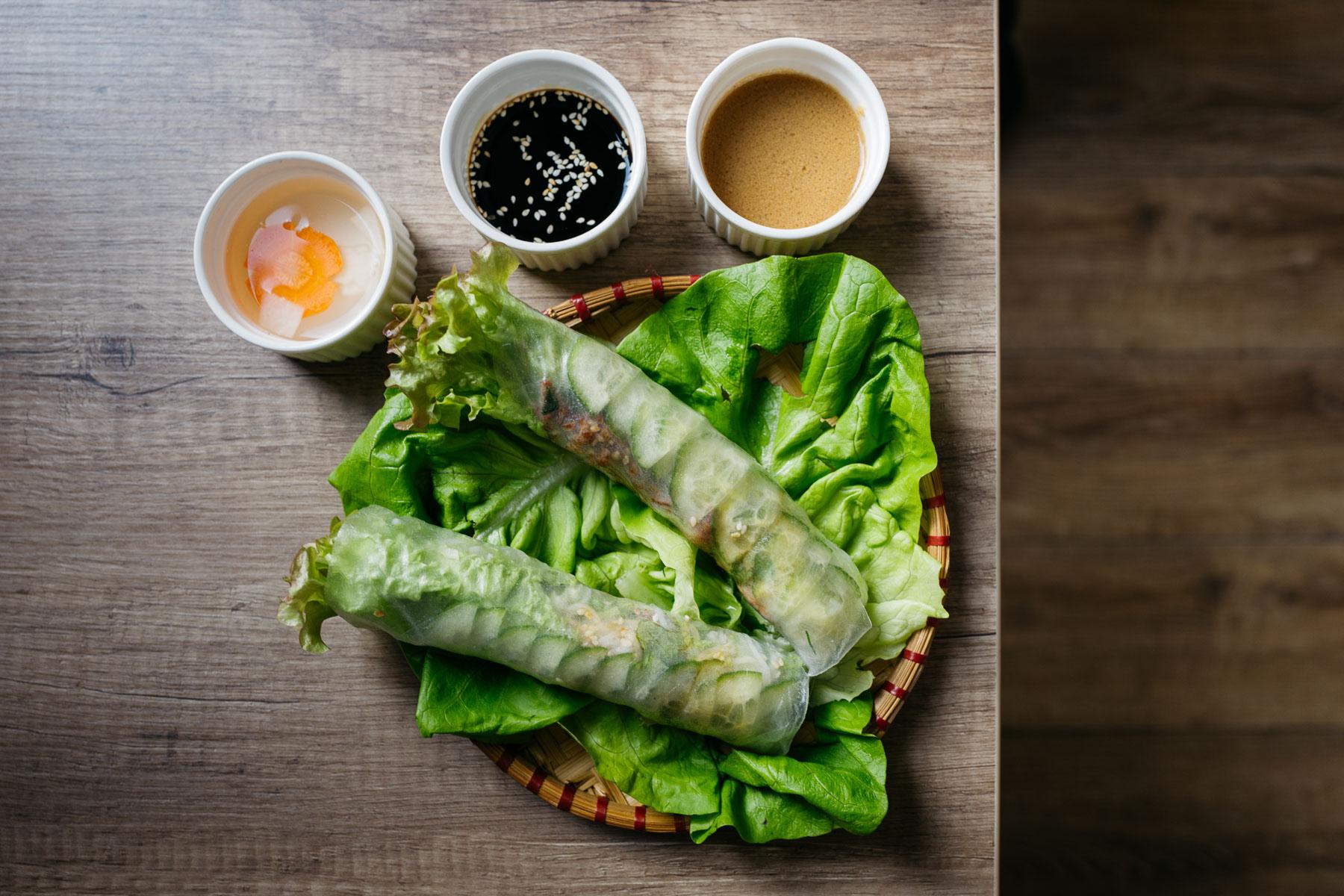 spring rollsy (wołowina, sezam)