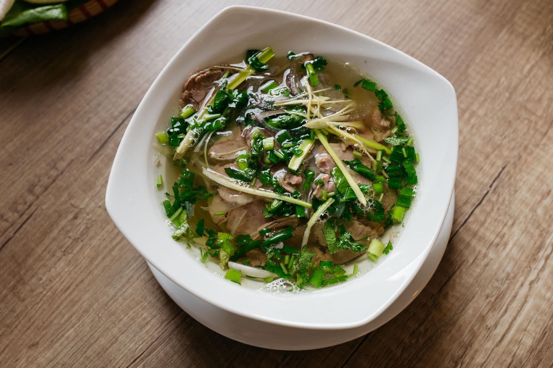 phở (z wołowiną gotowaną)