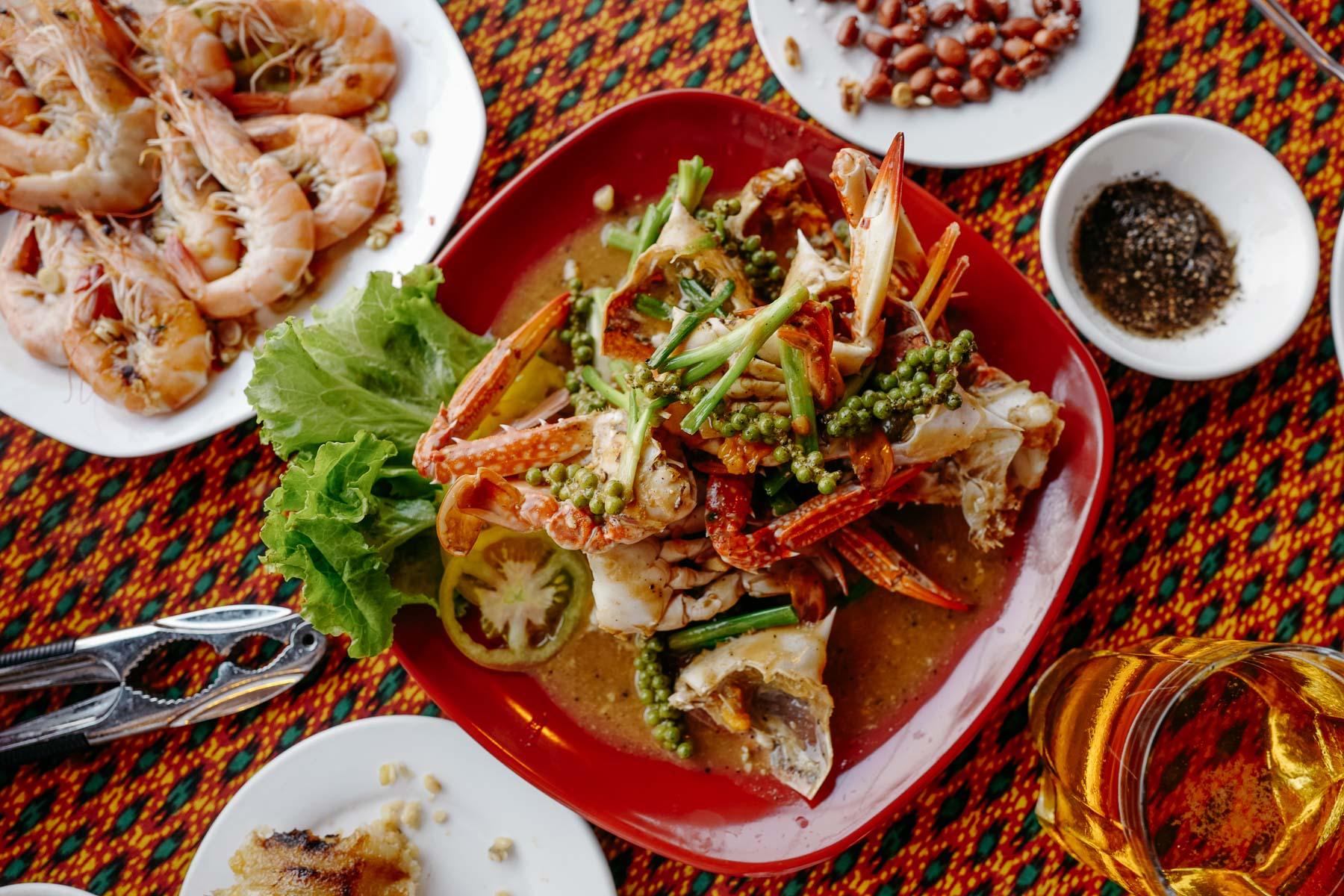 Kraby smażone z zielonym pieprzem (kdam chaa kreoung, ឆាគ្រឿងក្ដាម )