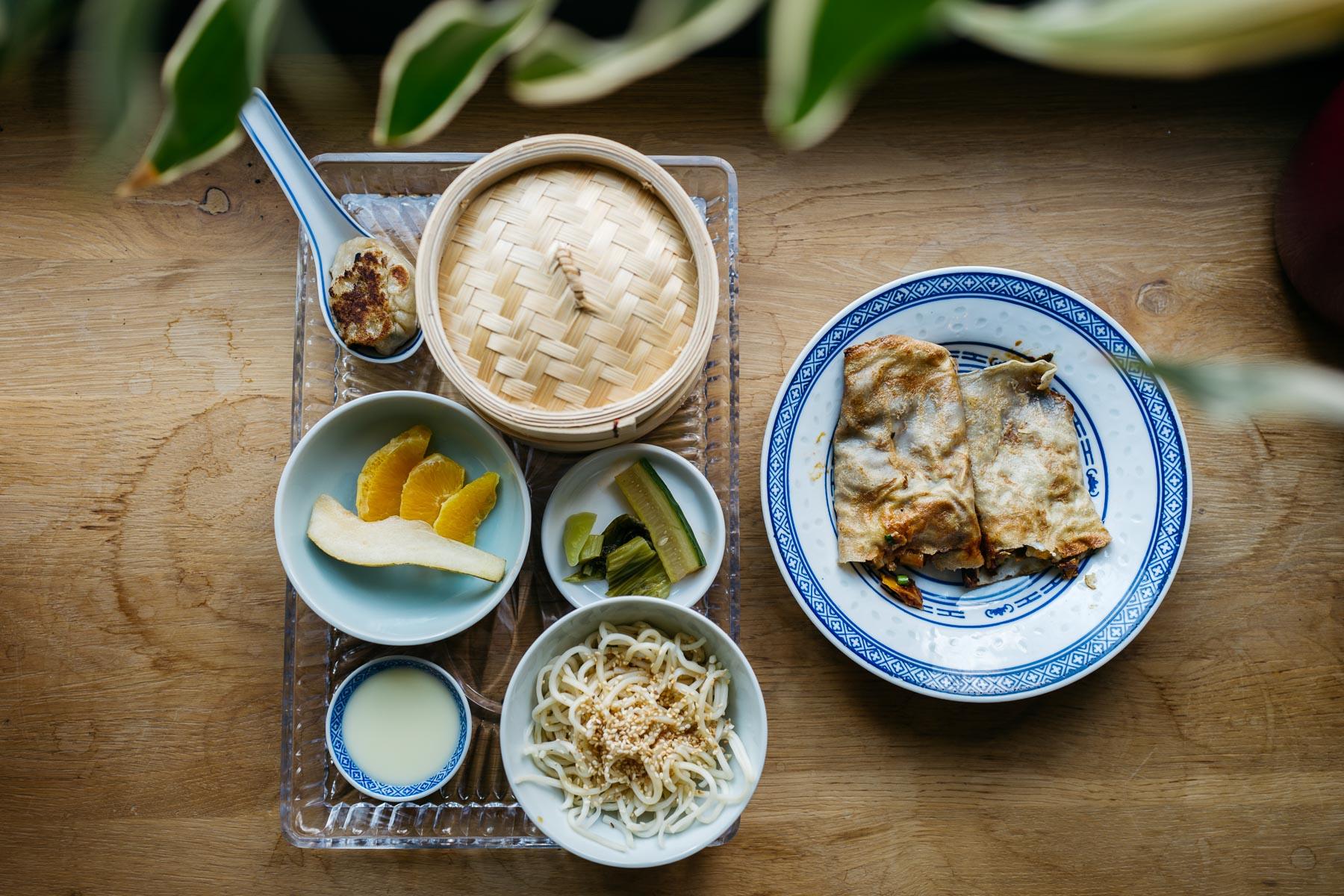 """Zestaw śniadaniowy z """"jian bing pancakes with egg & bacon"""""""
