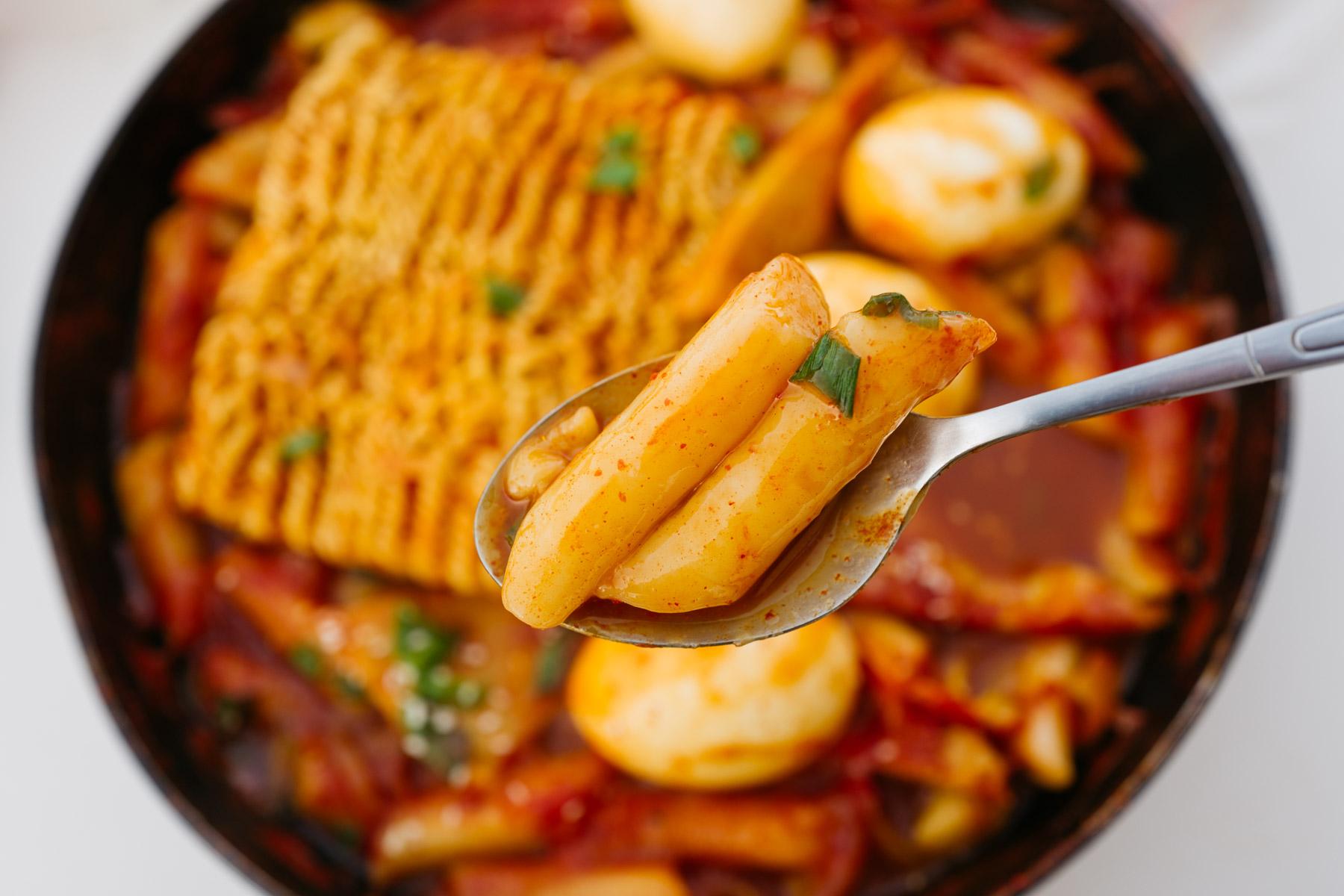 Rabokki 라볶이 - pikantne ryżowe kluski z makaronem instant