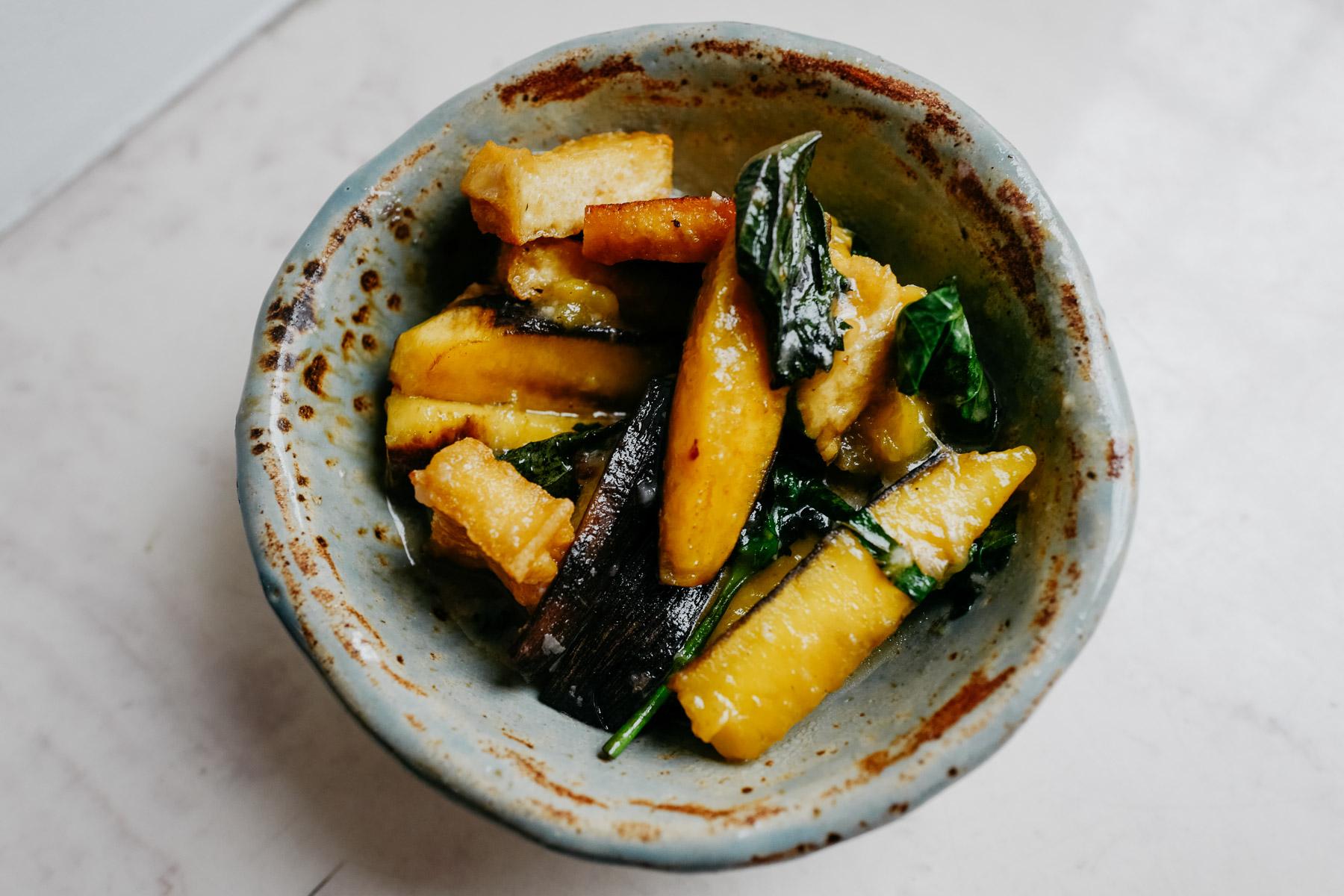 banany smażone z tofu (chuối xanh om đậu phụ)