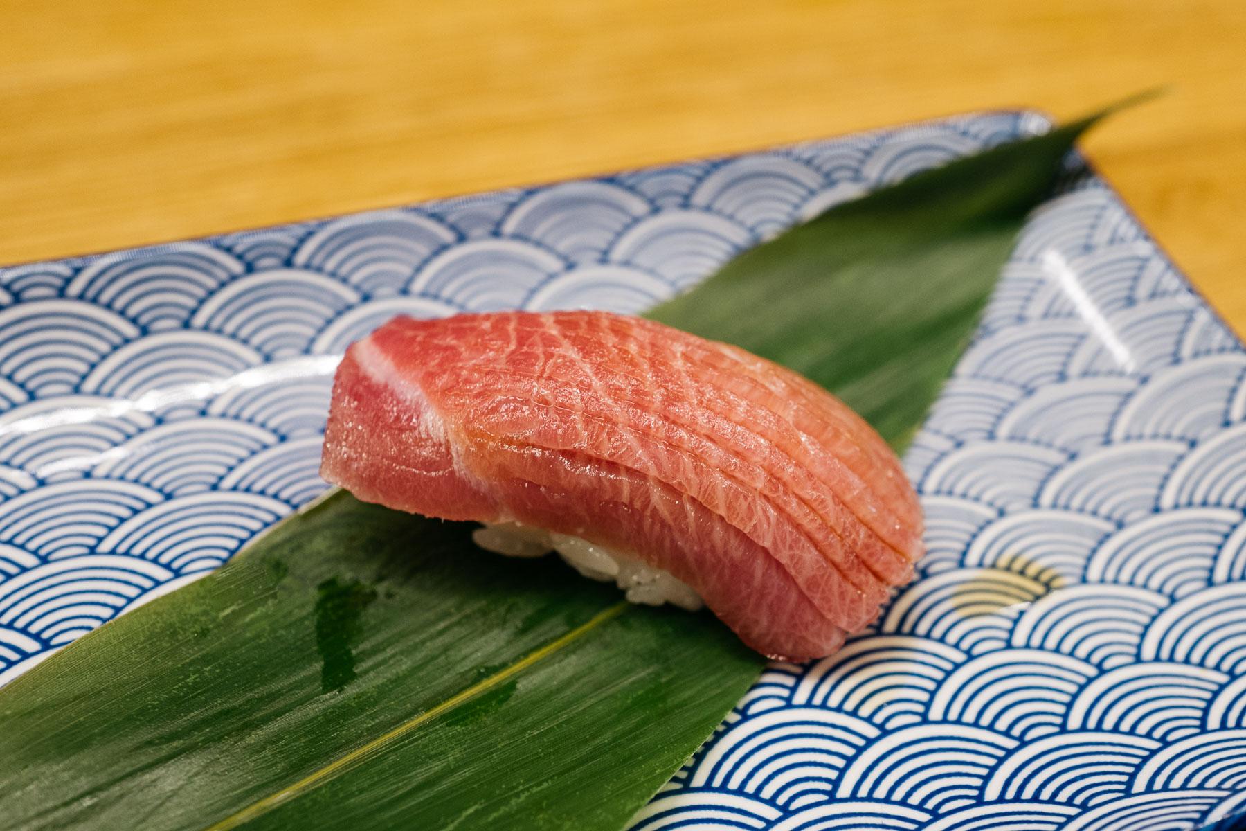 Chuu-toro (średnio-tłusta część tuńczyka)