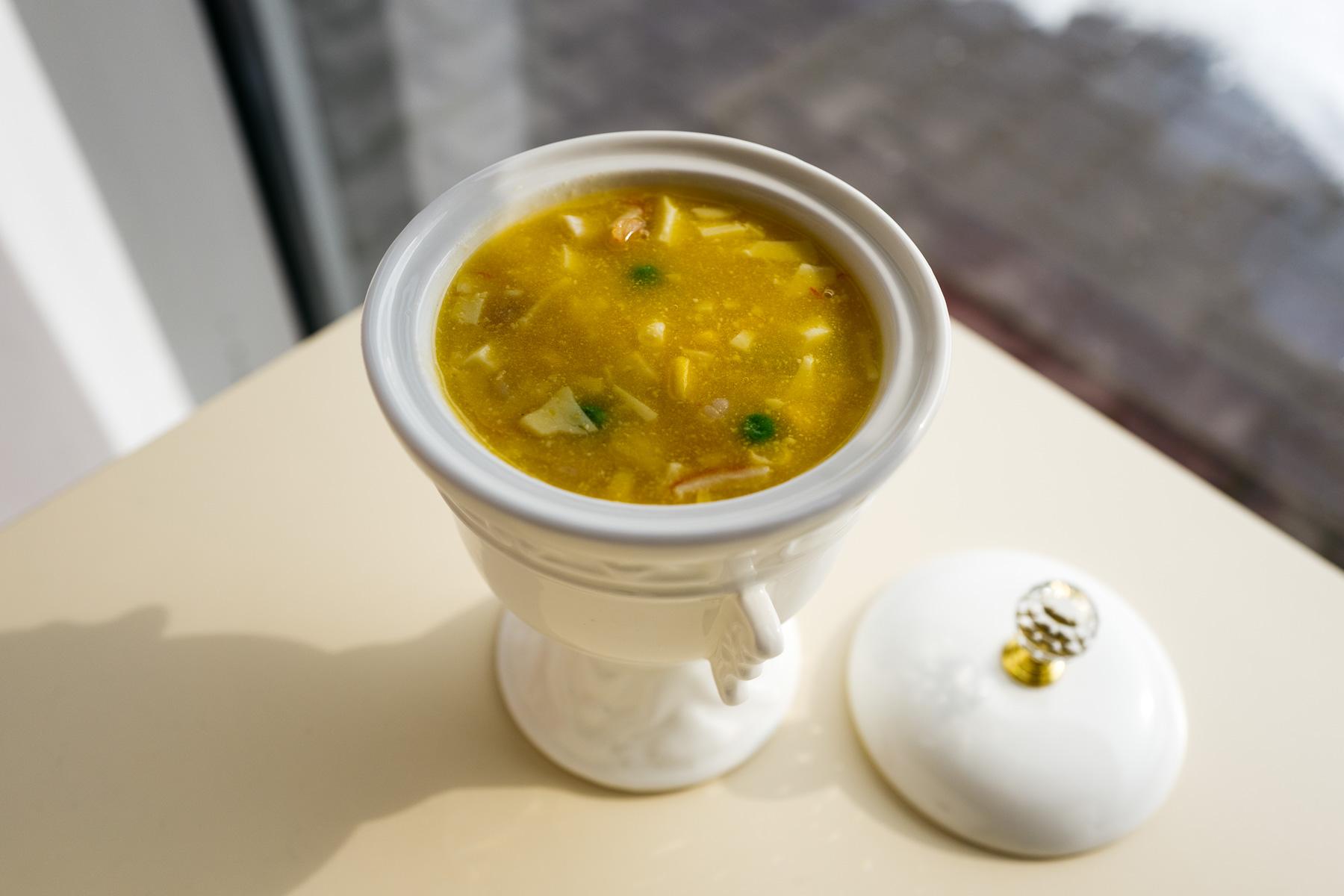 Zupa dyniowa z owocami morza, jajkiem i tofu (yi pin hai xian geng, 一品海鲜羹)