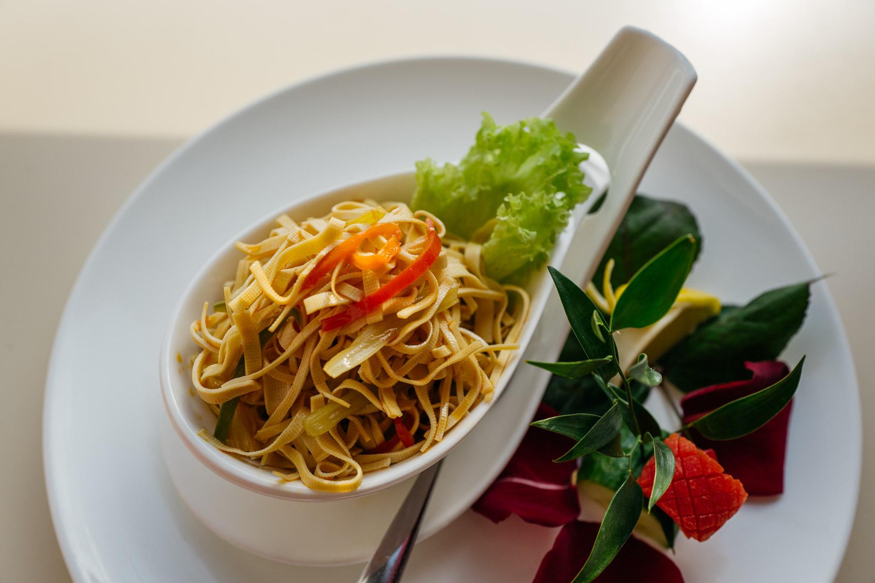 Sałatka z tofu (dou fu qian zhang,千张)