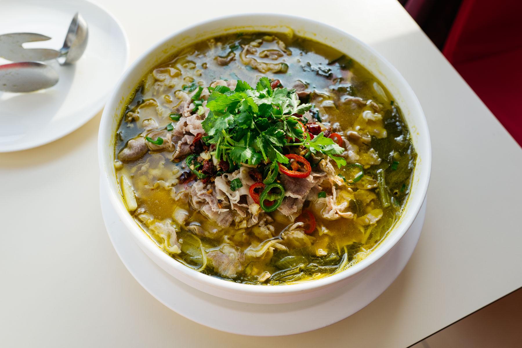Baranina z kiszonymi warzywami i makaronem (jin tang yang rou, 金汤羊肉)
