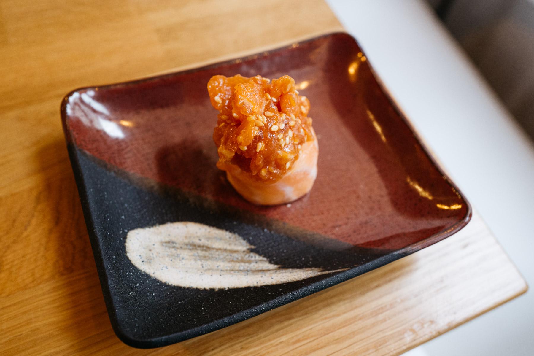 Torcik łososiowy (łosoś surowy + tatar z łososia)