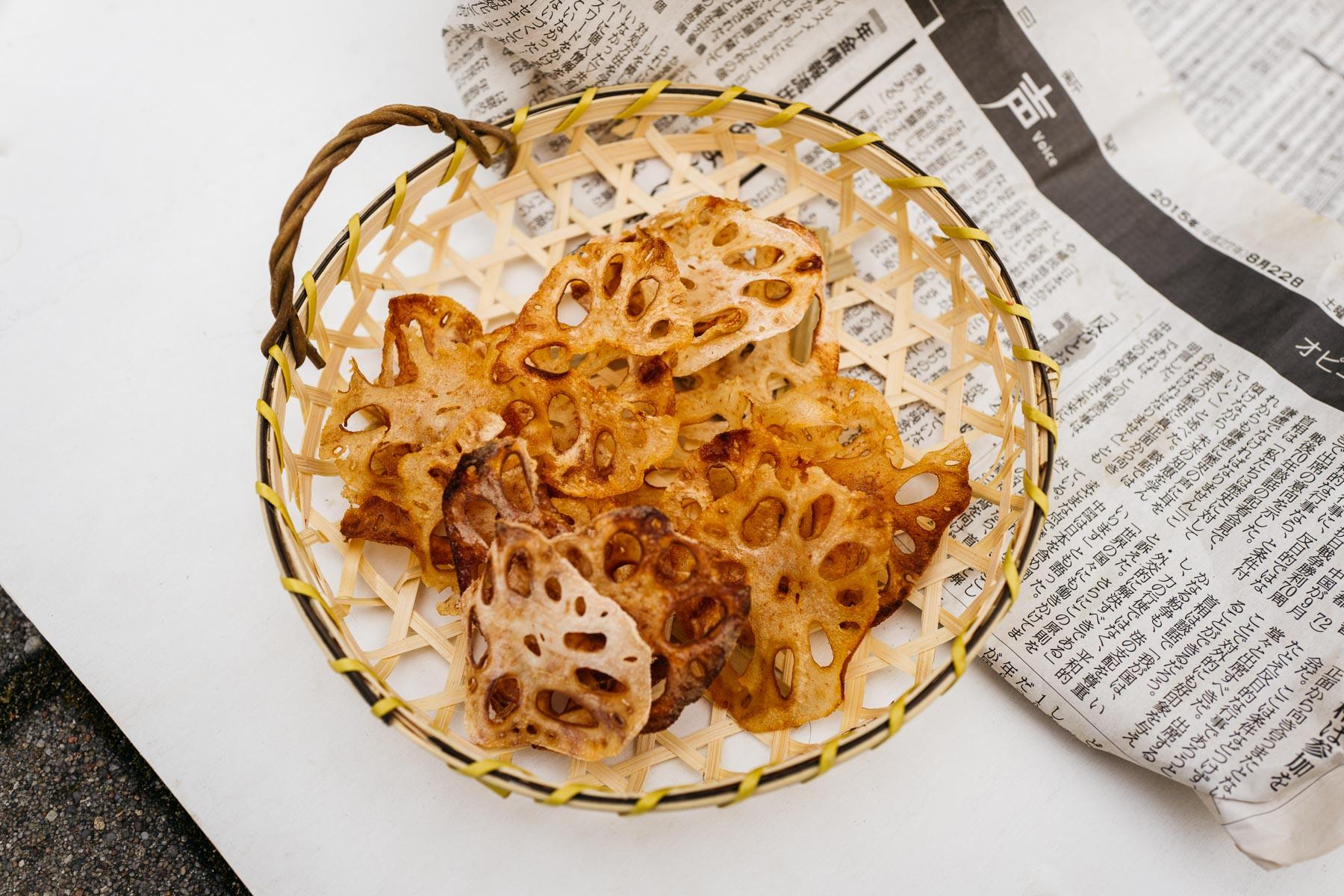 Pieczone chipsy z kłącza lotosu