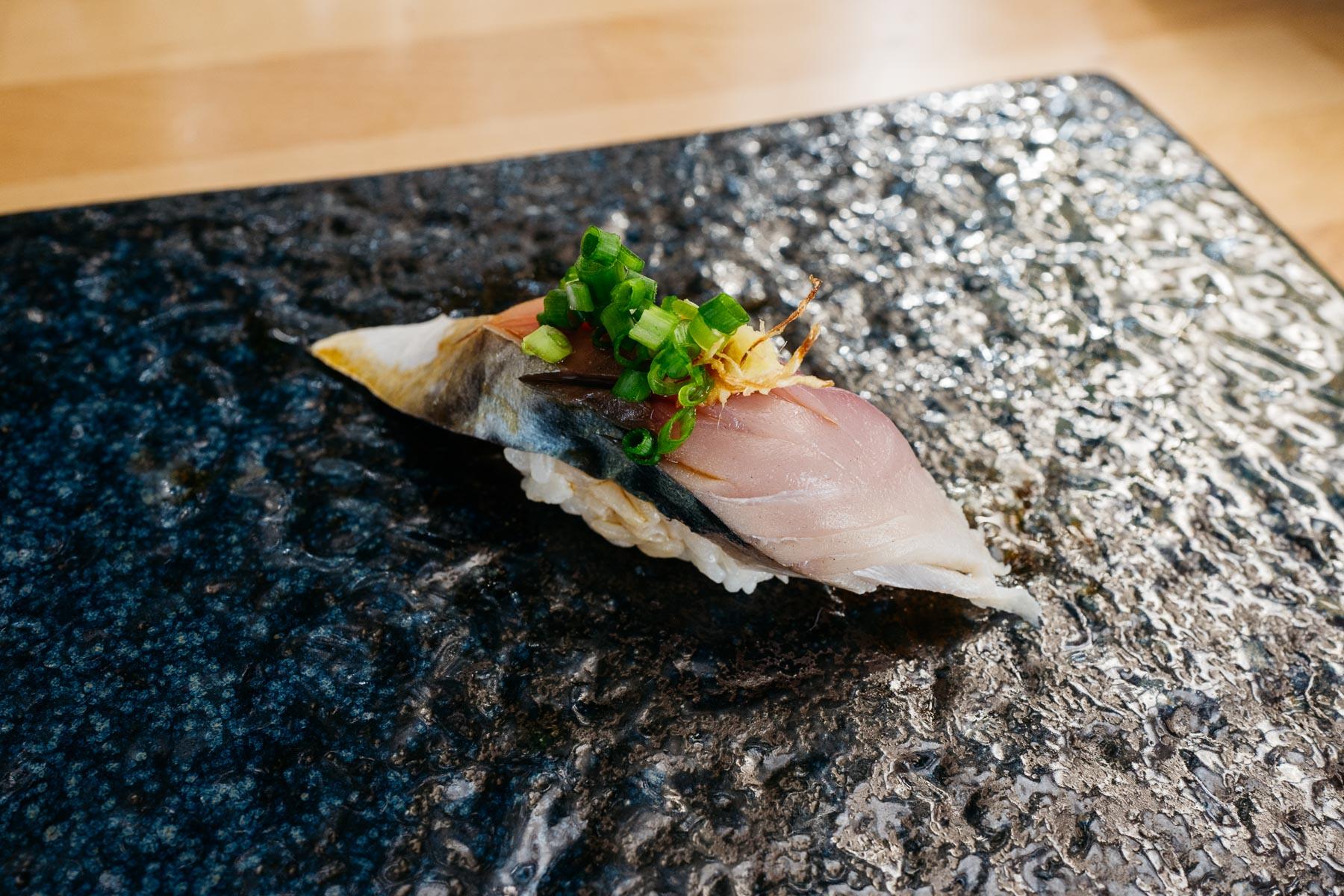 shimesaba (makrela marynowana)