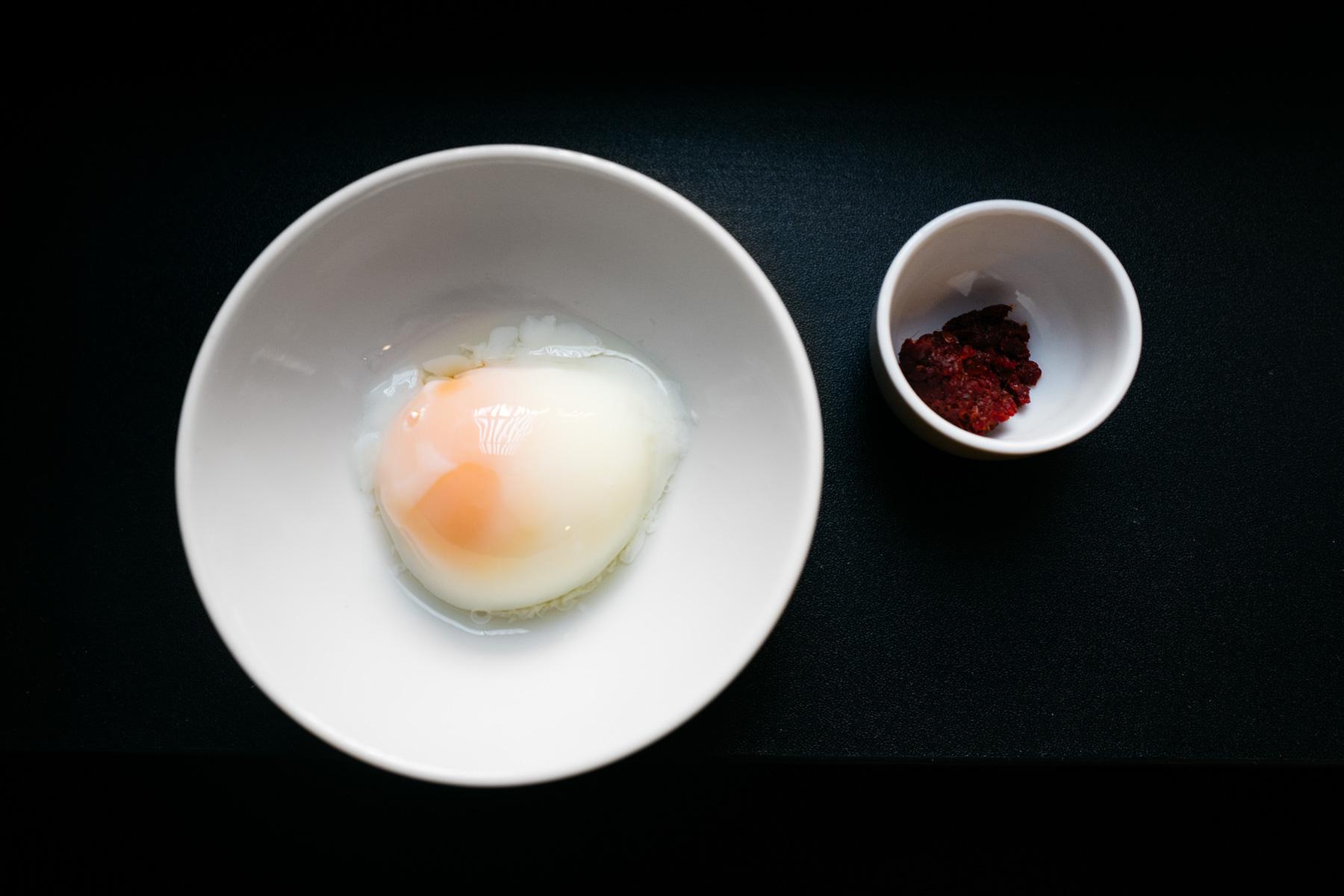 jajko sous vide (onsen tamago) i pasta chilli
