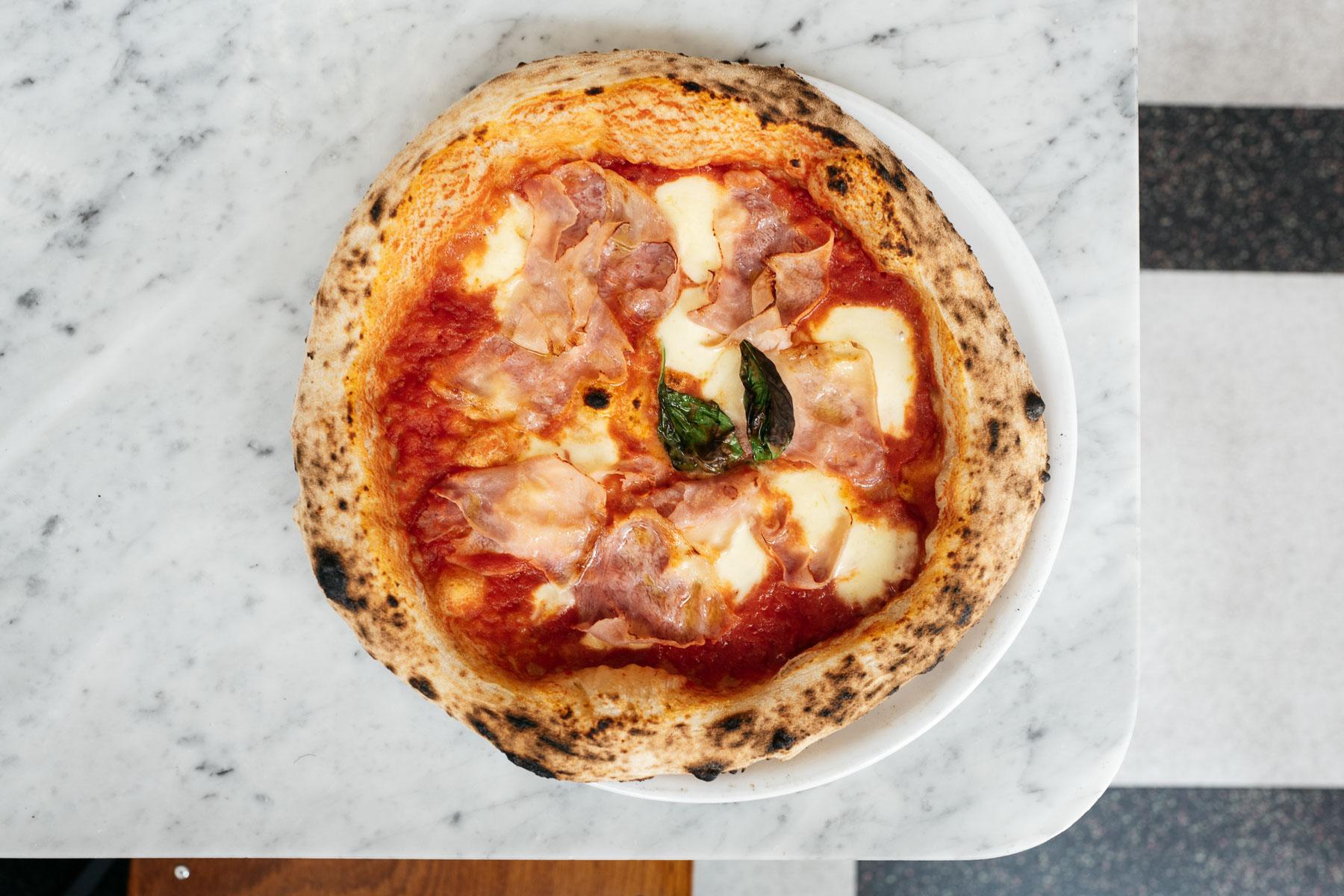 pizza rossa - prosciutto cotto, bazylia