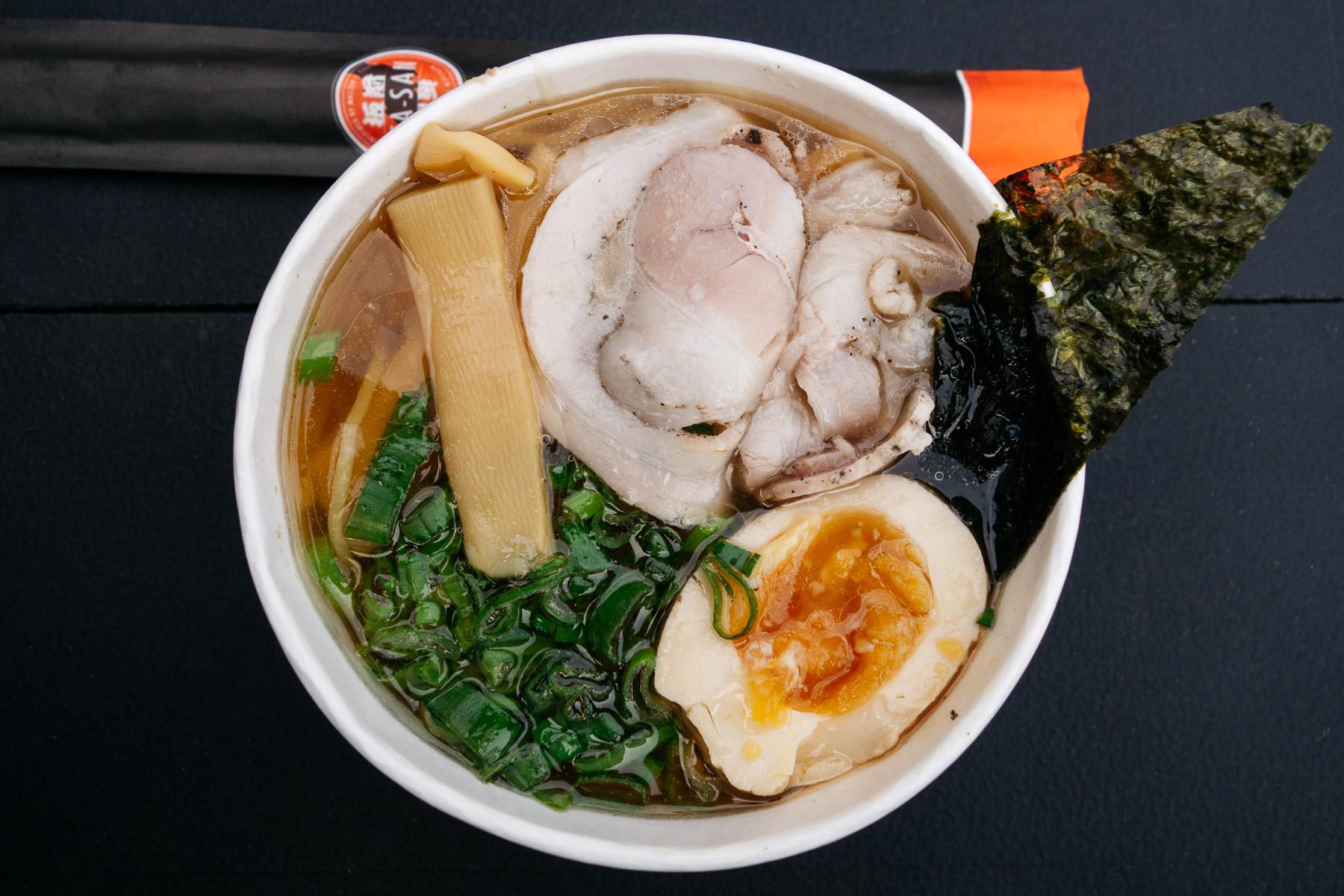 Shoyu ramen w Shiso Noodle Bar (Nocny Market, mała porcja)