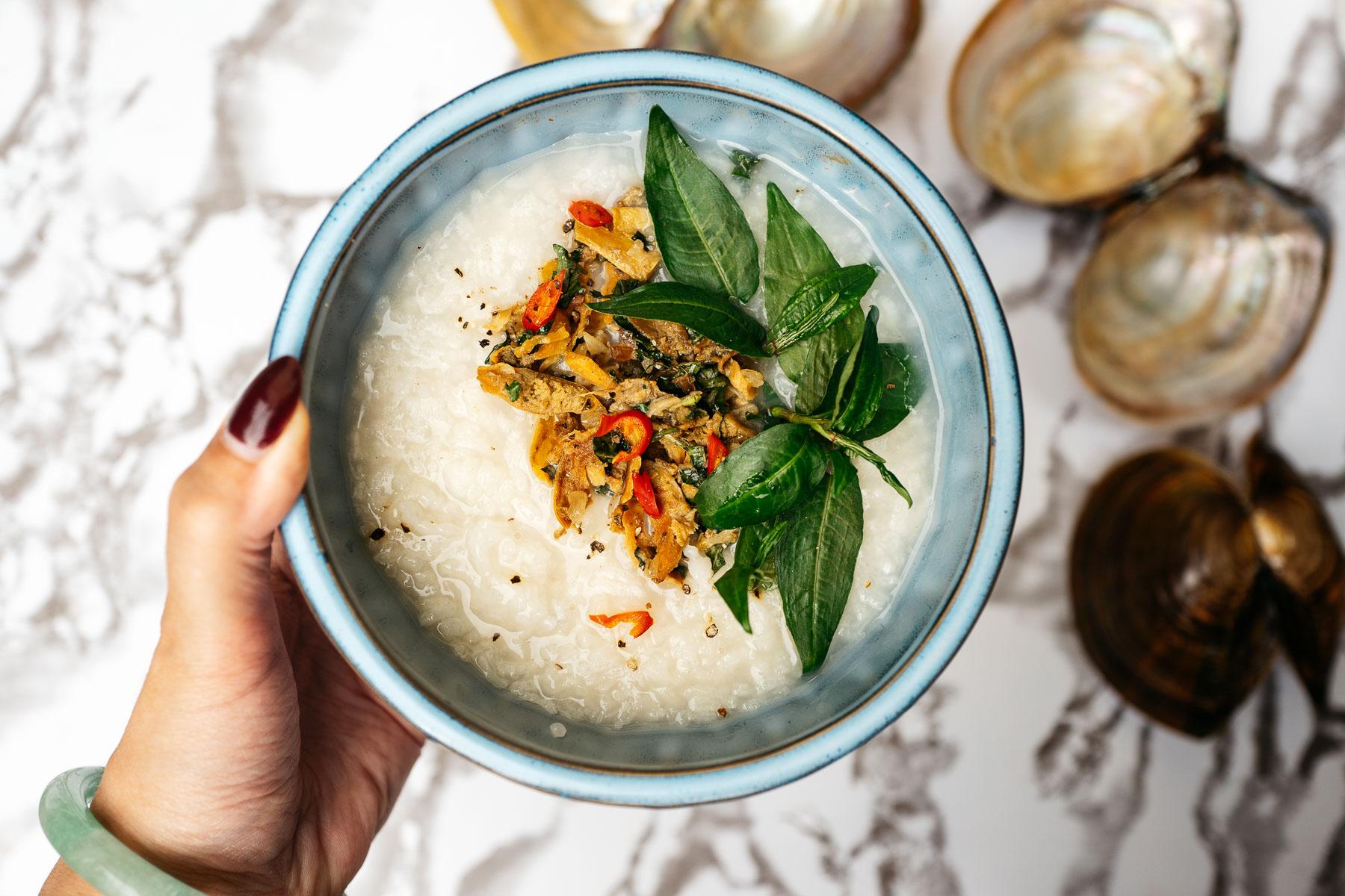 Ryżowy kleik ze szczeżuji (cháo trai)
