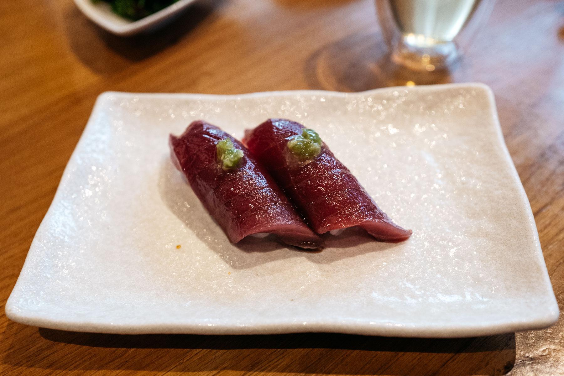 akami z tuńczyka błękitnopłetwego z kizami