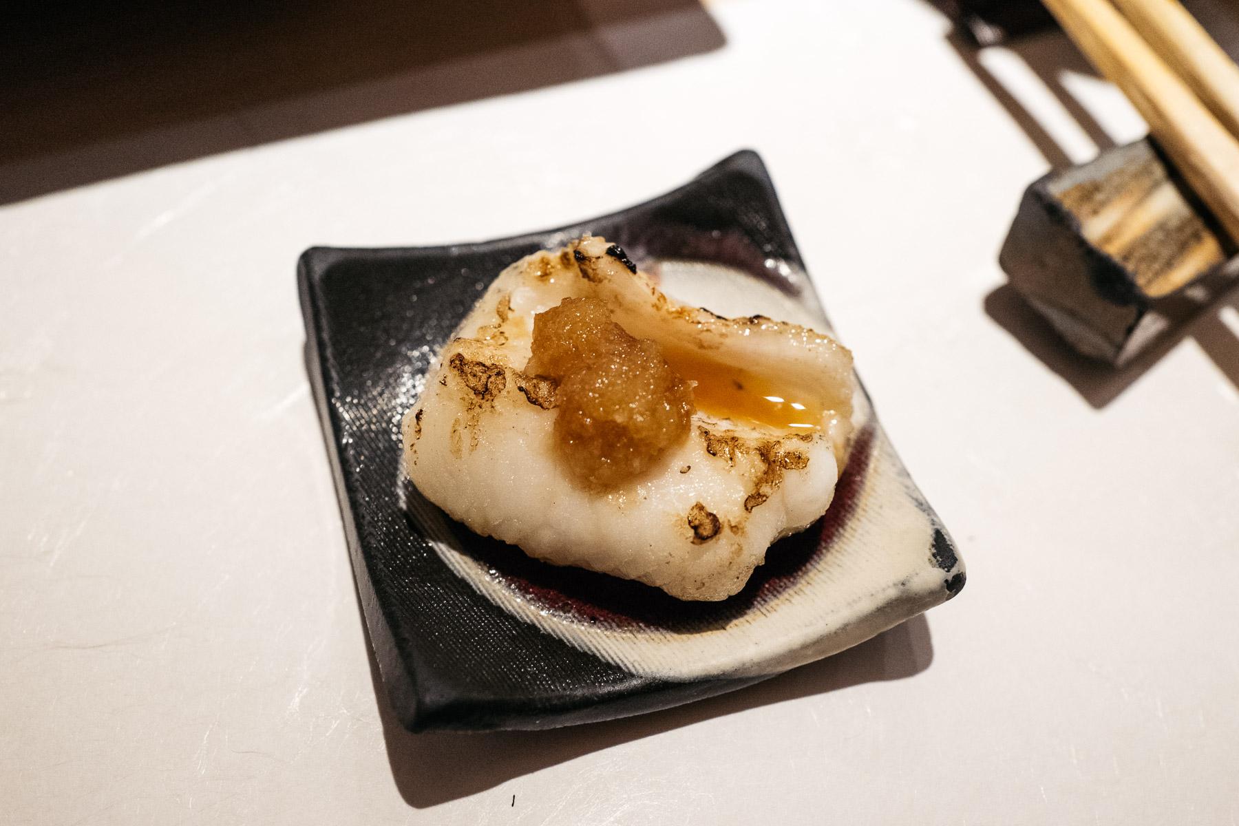 Anago no shirayaki (grillowany węgorz morski)