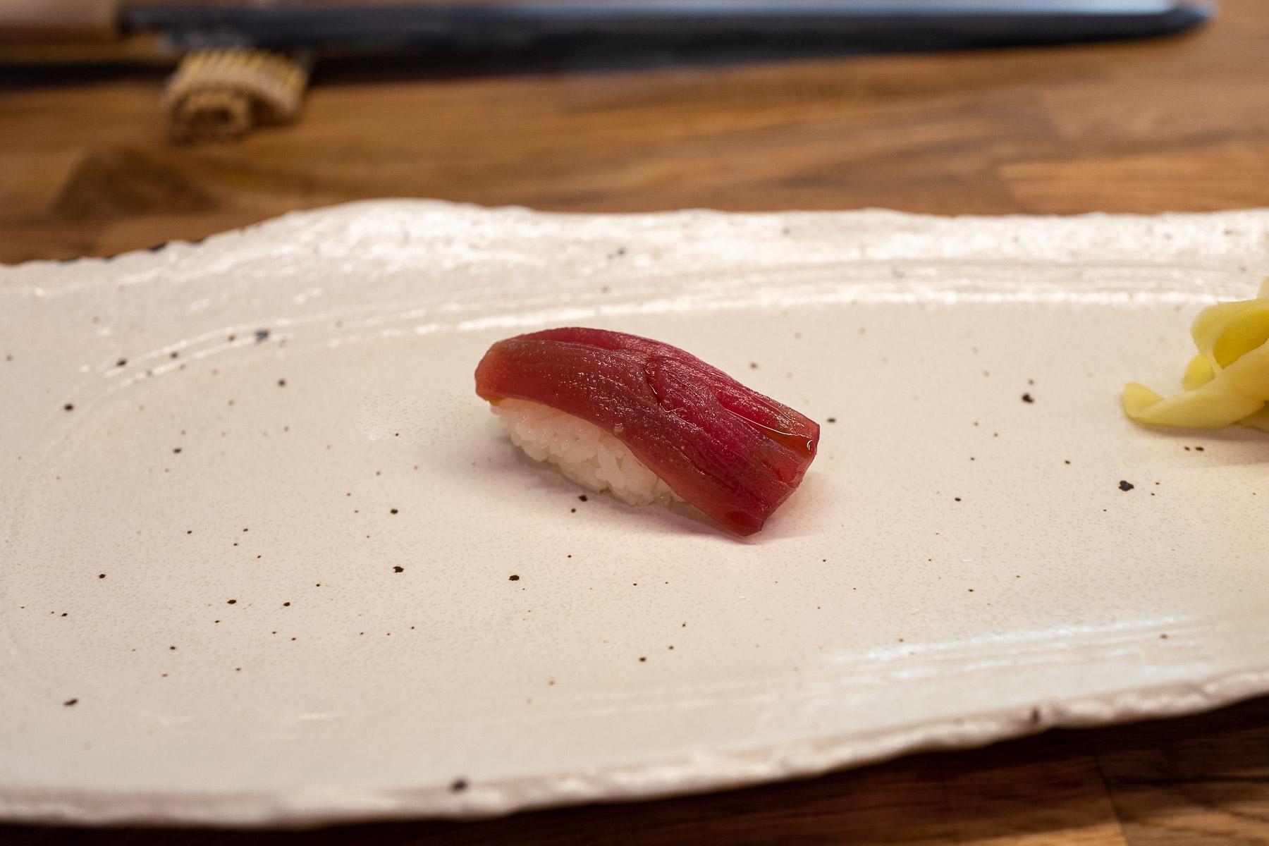 akami (chuda część tuńczyka błękitnopłetwego) z nikiri