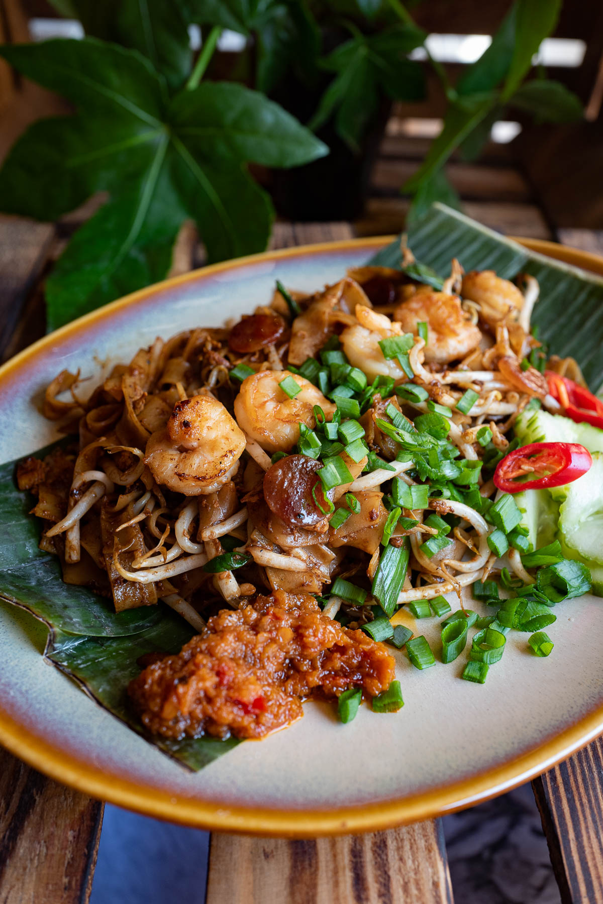 smażony makaron ryżowy - char kway teow