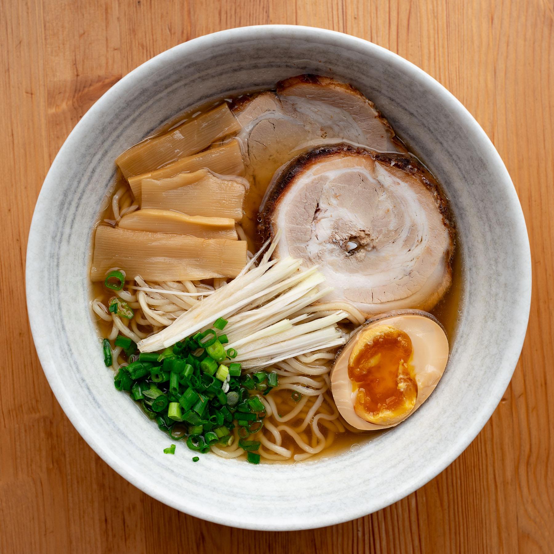 shoyu ramen (jasny sos sojowy + podwójny wywar z dashi)