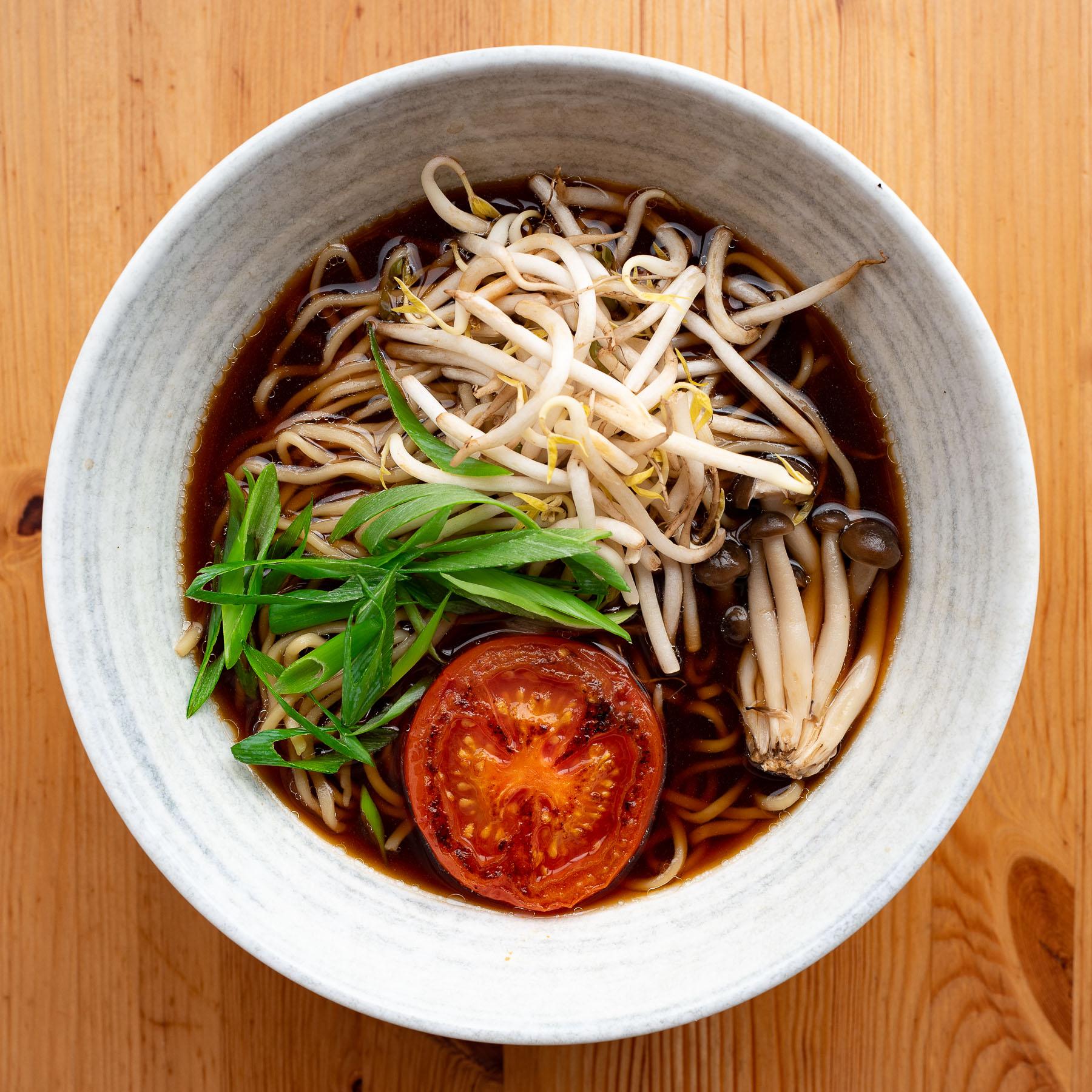 shoyu ramen (cielny sos sojowy)