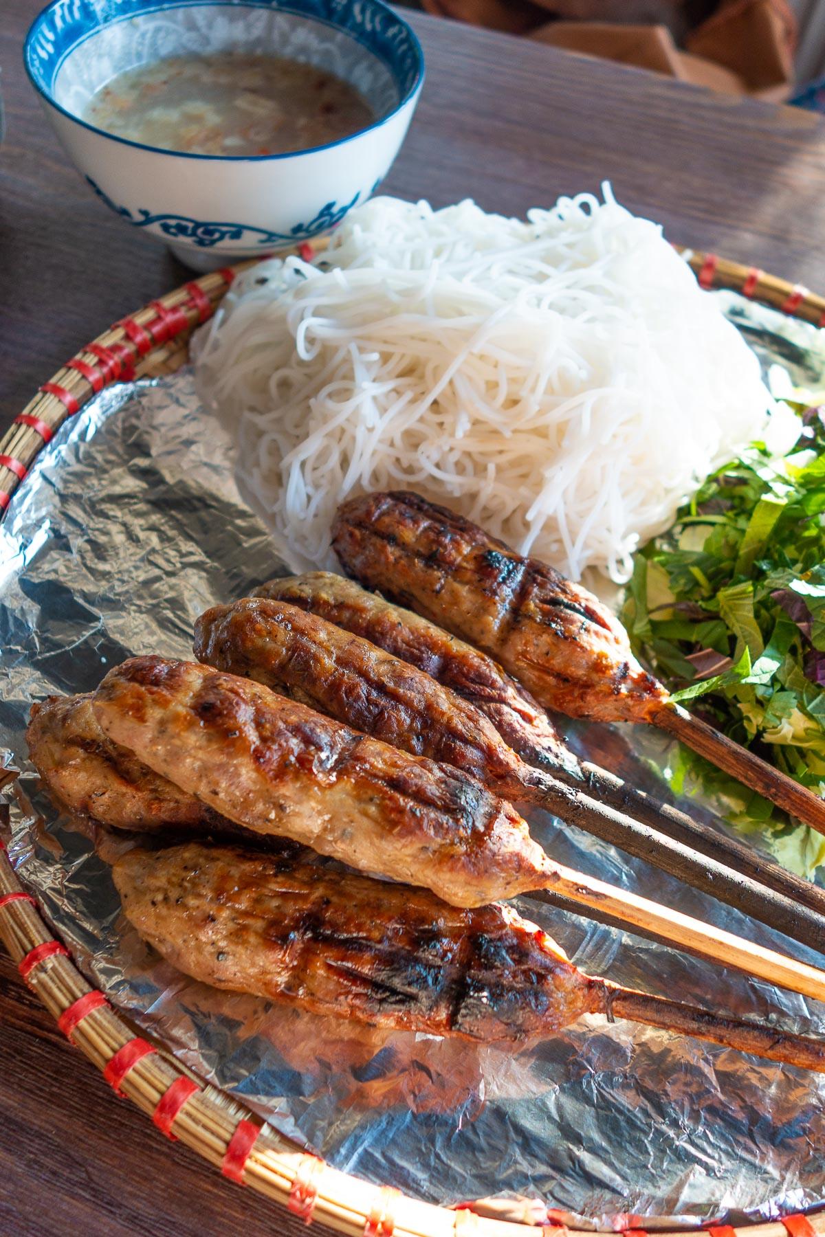 nem lụi (szaszłyki)