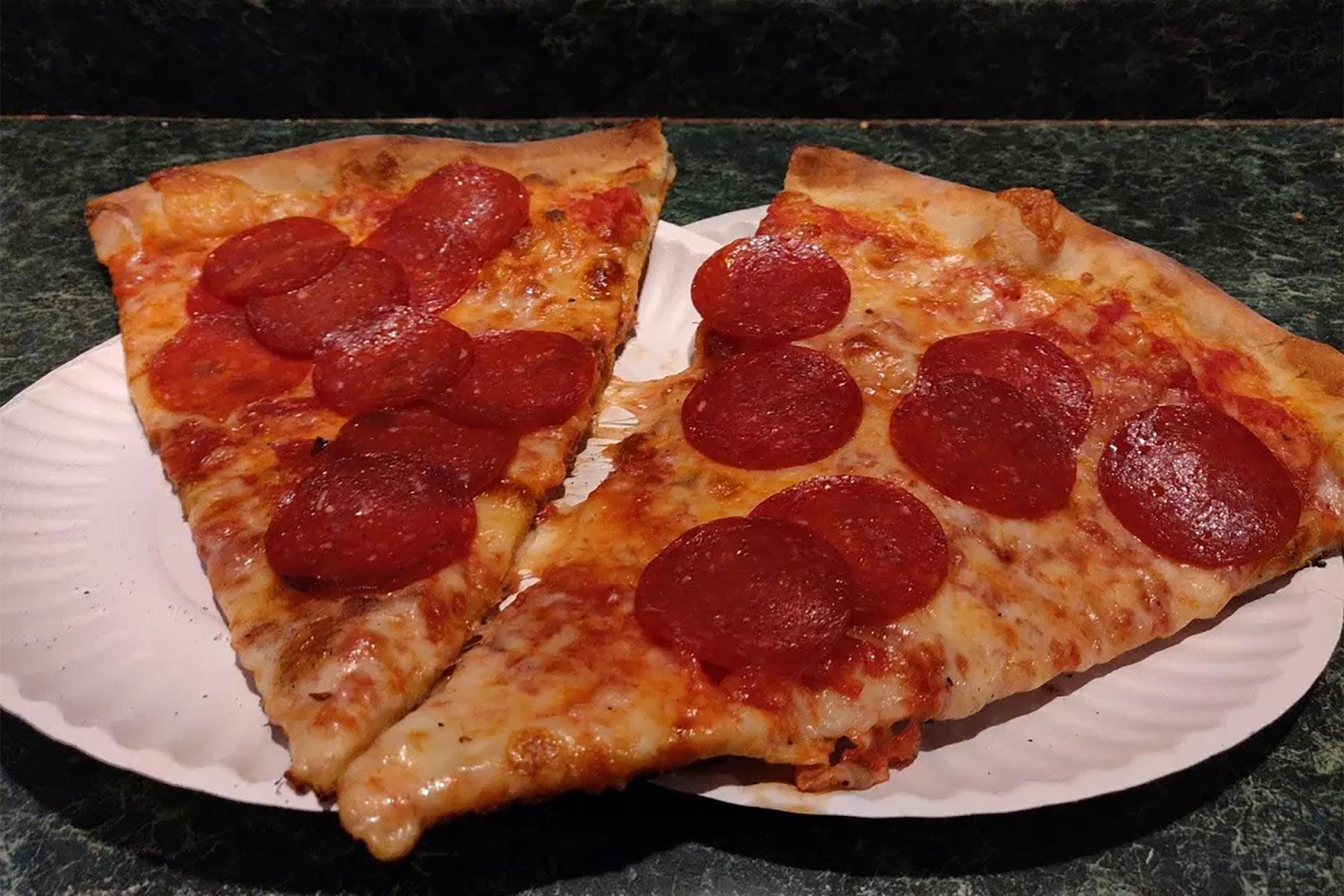 pepperoni w Joe's Pizza (zdjęcie na licencji CC 3.0, Wikipedia)