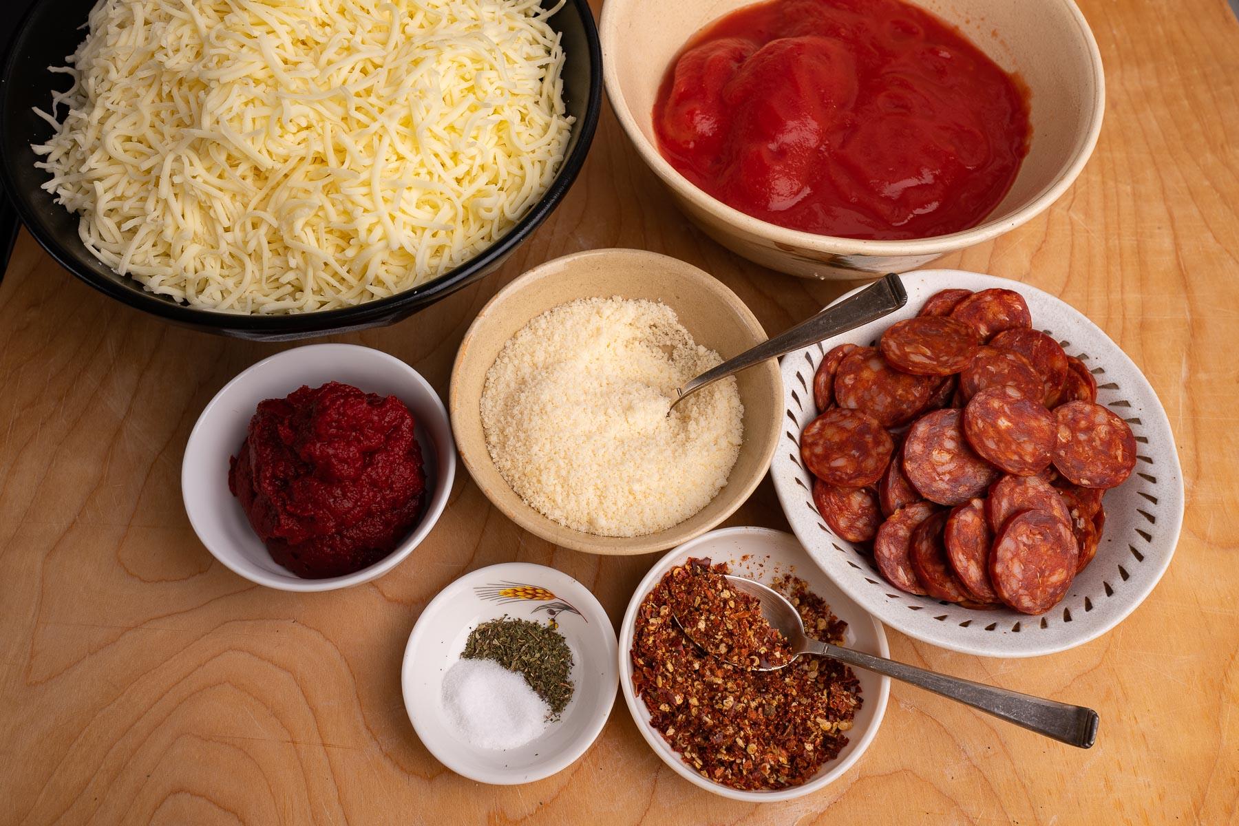 przygotowujemy składniki na pizzę