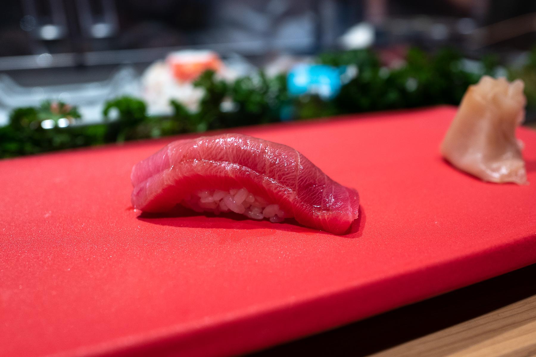 nigiri - chūtoro (tuńczyk błękitnopłetwy - średniotłusta część)