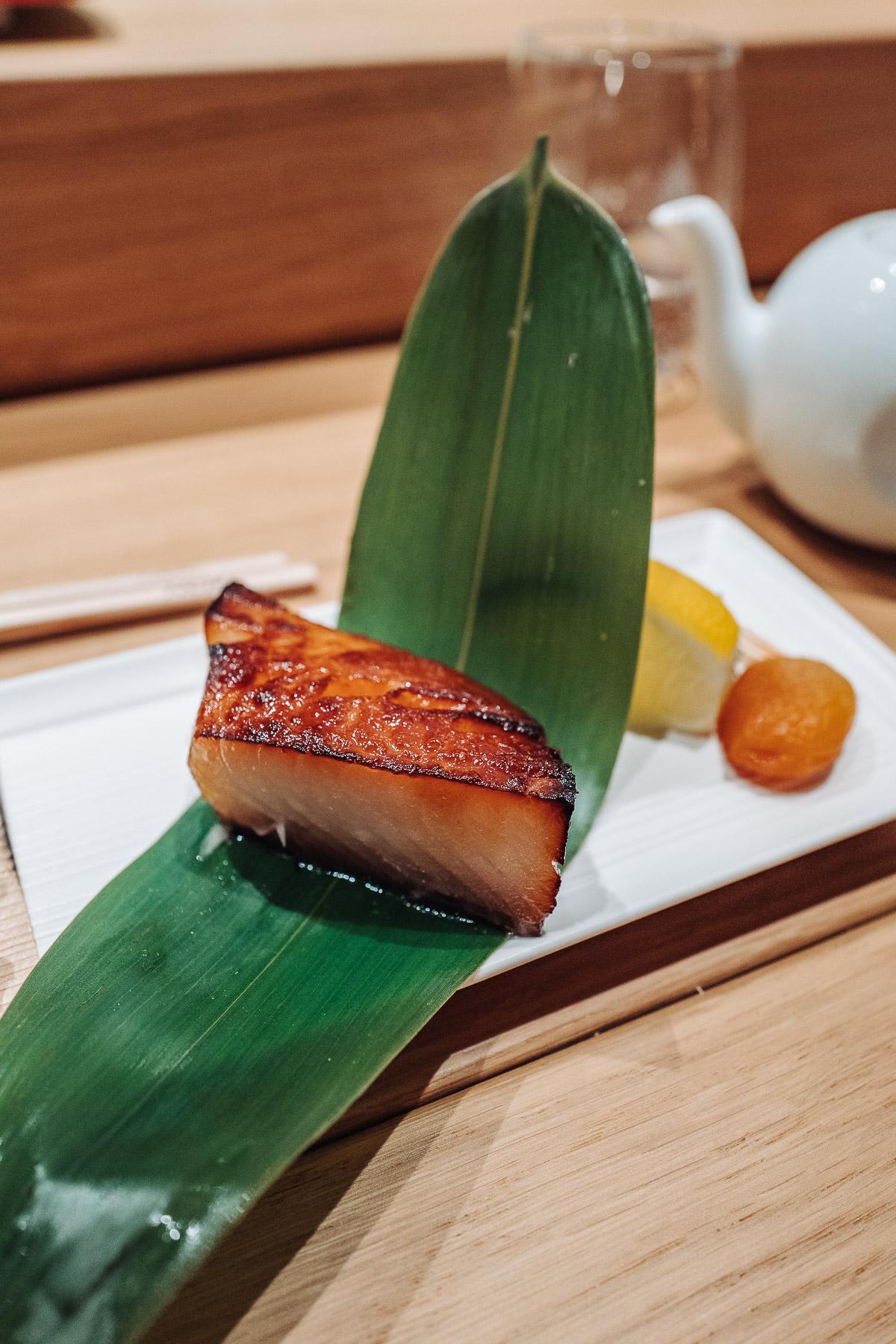 gindara saikyozuke (dorszyk czarny marynowany w miso, black cod miso)